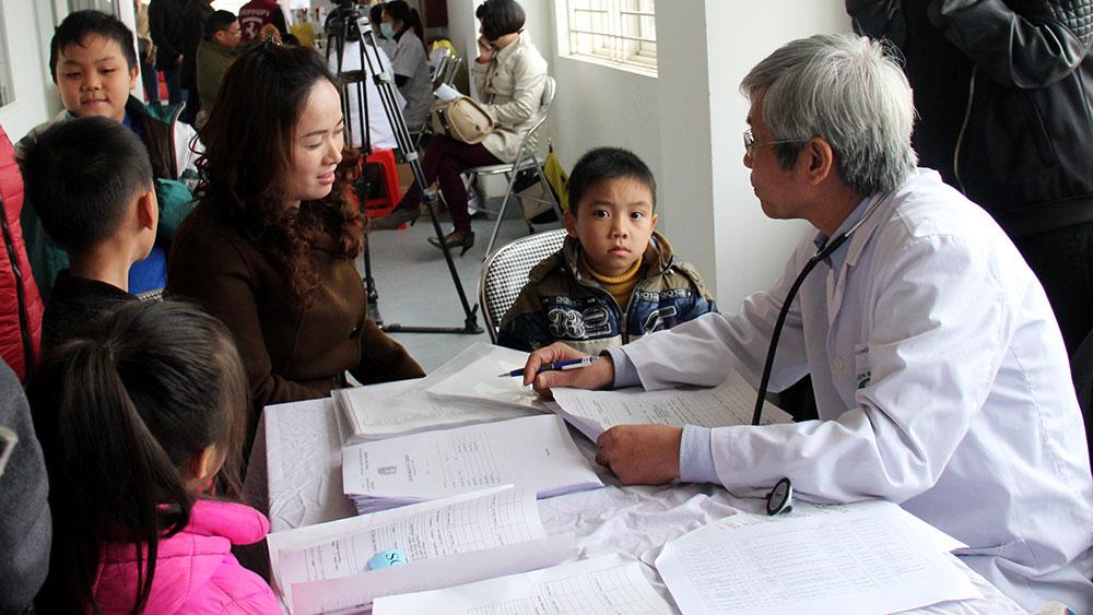 Thực hiện ghi đơn thuốc cho trẻ dưới 6 tuổi: Nhiều người chưa nắm rõ quy định